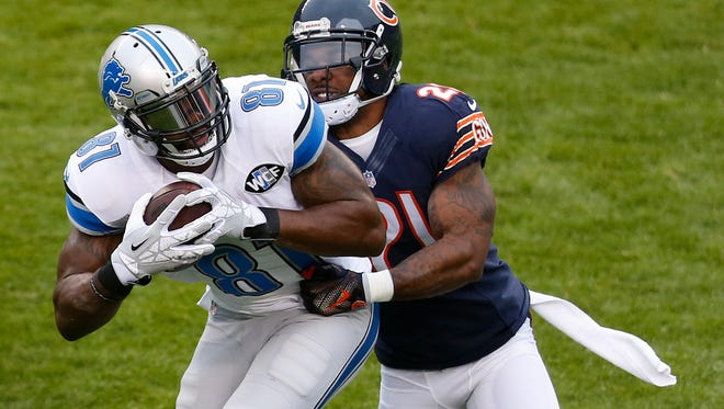 Detroit Lions wide receiver Calvin Johnson (81) makes a catch against Chicago Bears strong safety Ryan Mundy  on Jan. 3, 2016, in Chicago.