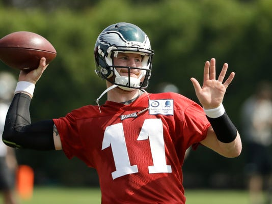 Philadelphia Eagles quarterback Carson Wentz throws a pass during practice at the team's NFL football training facility in Philadelphia, Thursday, Sept. 8, 2016. The Cleveland Browns face the Eagles on Sunday in Philadelphia.(AP Photo/Matt Rourke)