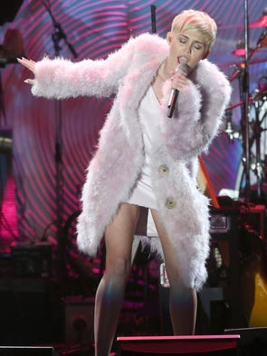 BEVERLY HILLS, CA - JANUARY 25:  Recording artist Miley Cyrus performs onstage during the 56th annual GRAMMY Awards  Pre-GRAMMY Gala and Salute to Industry Icons honoring Lucian Grainge at The Beverly Hilton on January 25, 2014 in Beverly Hills, California.  (Photo by Frederick M. Brown/Getty Images) ORG XMIT: 464936593 ORIG FILE ID: 465122965