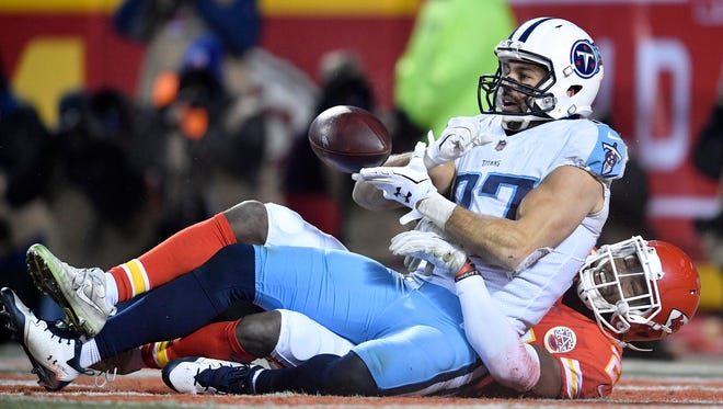 Titans wide receiver Eric Decker (87) scores during the fourth quarter at Arrowhead Stadium Saturday, Jan. 6, 2018 in Kansas City, Mo.