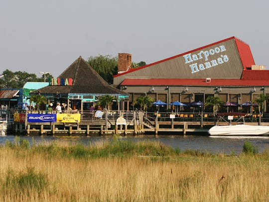 Harpoon Hanna's in Fenwick Island offers happy hour