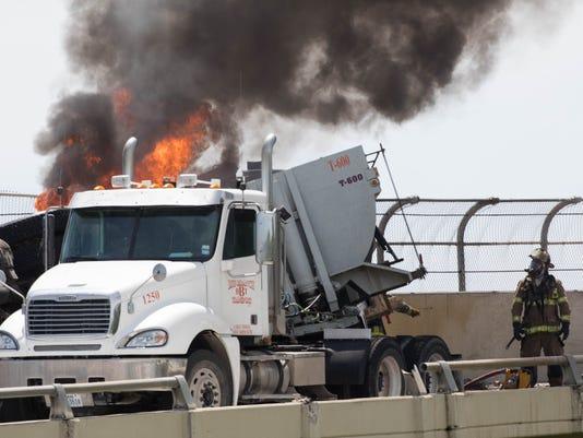 636270867829884033-truck-fire--12.jpg
