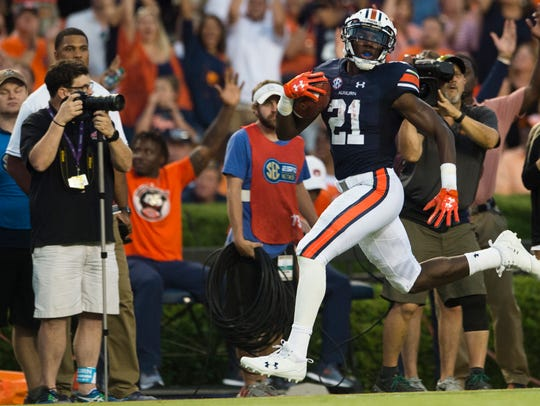 Auburn running back Kerryon Johnson (21) runs for a