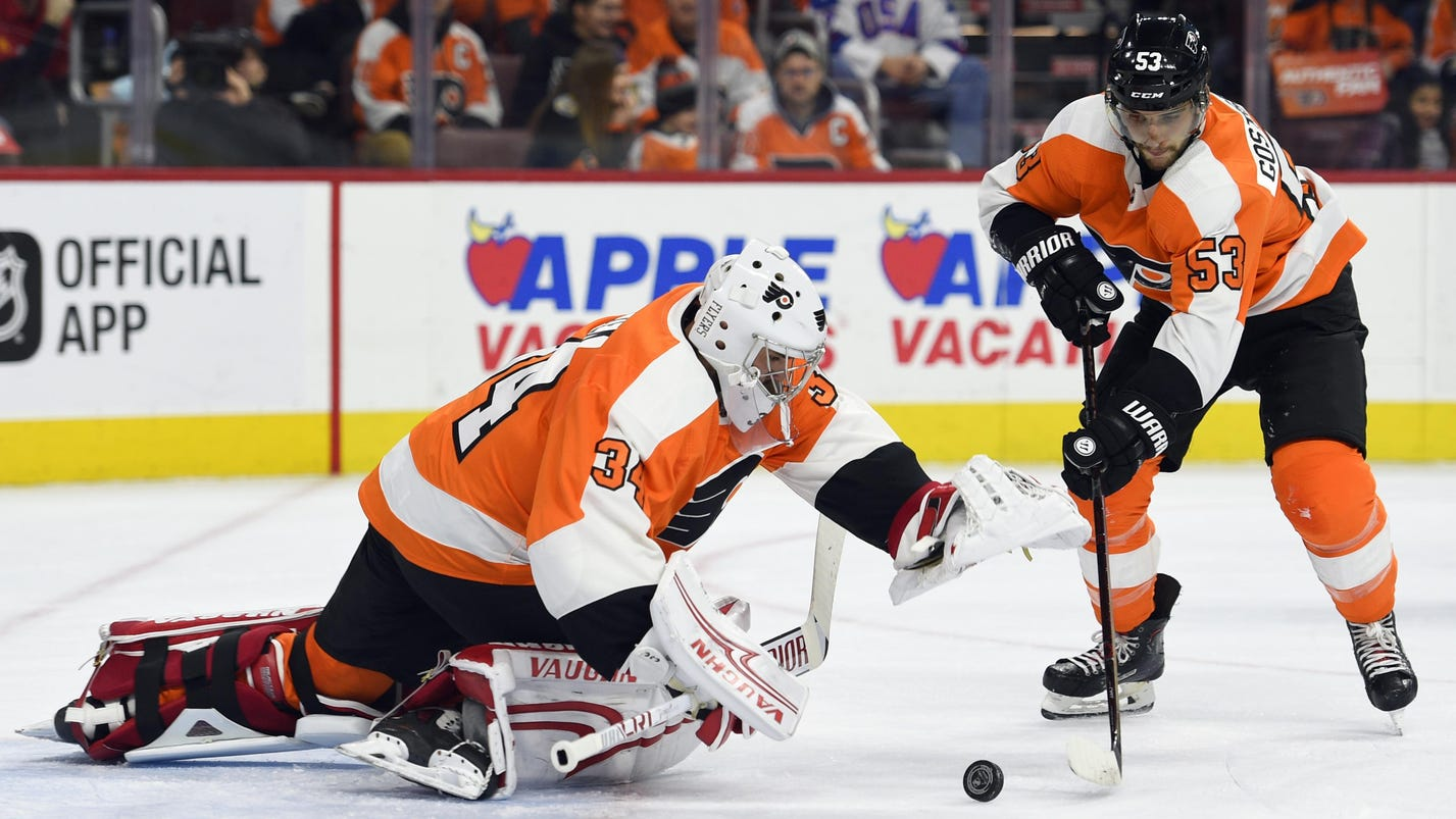 Ex-Red Wing Petr Mrazek has winning debut with Flyers