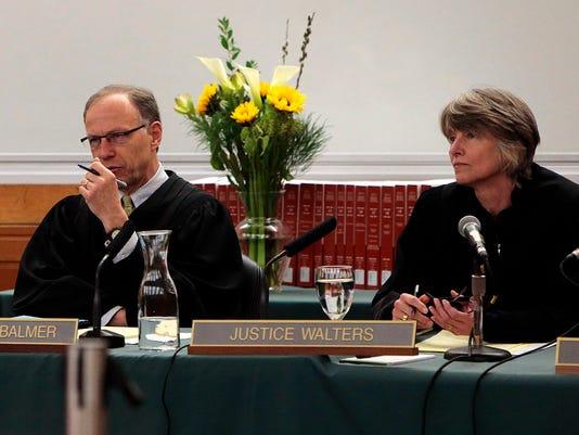 SAL0425-judges.jpg