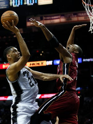 Spurs forward Tim Duncan shoots over Heat center Chris Bosh in Game 1 of the Finals.