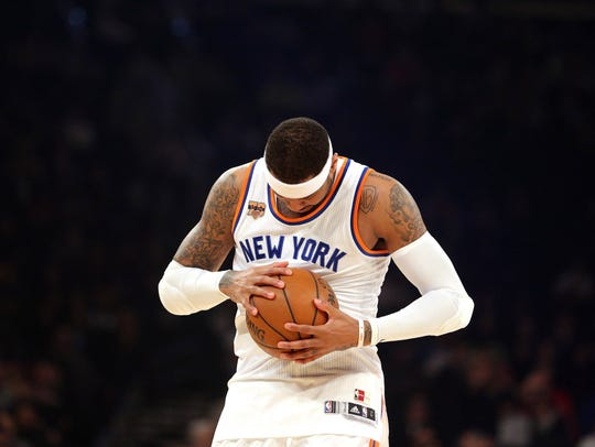 New York Knicks forward Carmelo Anthony inspects the