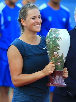 Victoria Azarenka holds the trophy after defeating Serena Williams in t the Western & Southern Open.
