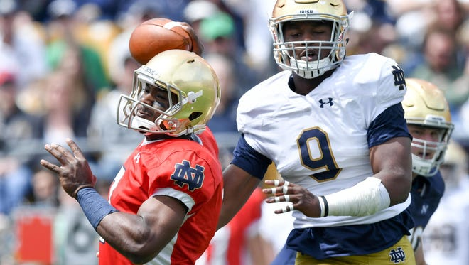 Brandon Wimbush (left) and Daelin Hayes (right) are two potential breakout players for Notre Dame in 2017.