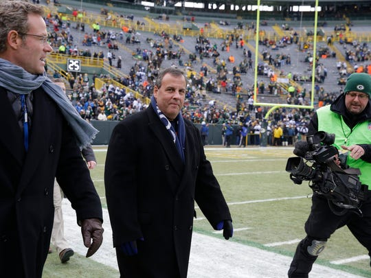 New Jersey Gov. Chris Christie, second from left,  walks the sidelines before an NFL divisional playoff football game against Green Bay Packers Sunday, Jan. 11, 2015, in Green Bay, Wis. (AP Photo/Nam Y. Huh)