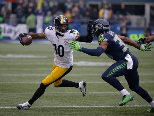 Pittsburgh Steelers wide receiver Martavis Bryant, left, tries to fend off Seattle Seahawks strong safety DeShawn Shead, right, in the first half of an NFL football game, Sunday, Nov. 29, 2015, in Seattle.
