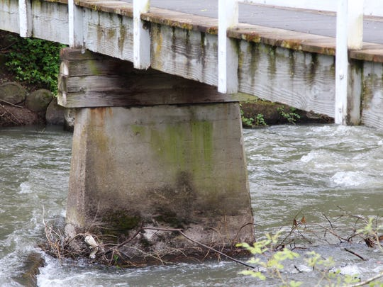 The pedestrian bridge on Court Street NE over Mill Creek will be replaced with a new steel bridge by November 2017. The current wooden bridge is deteriorating.