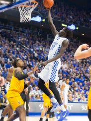 Kentucky's Wenyen Gabriel (32) goes for a layup during