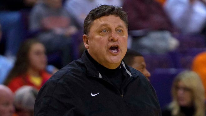 Oakland Golden Grizzlies head coach Greg Kampe reacts during the first half against the Clemson Tigers at Littlejohn Coliseum.