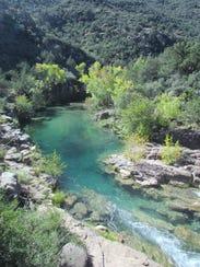 Los senderos y río de Fossil Creek, un arte natural.