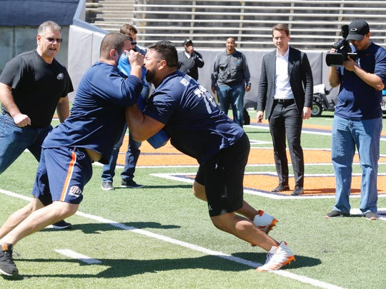 UTEP's Will Hernandez goes through lineman drills during