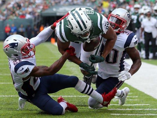 New York Jets tight end Austin Seferian-Jenkins fumbles