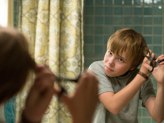 11-year-old Alexander (Ed Oxenbould) experiences the most terrible and horrible day of his young life, a day that begins with gum stuck in his hair.