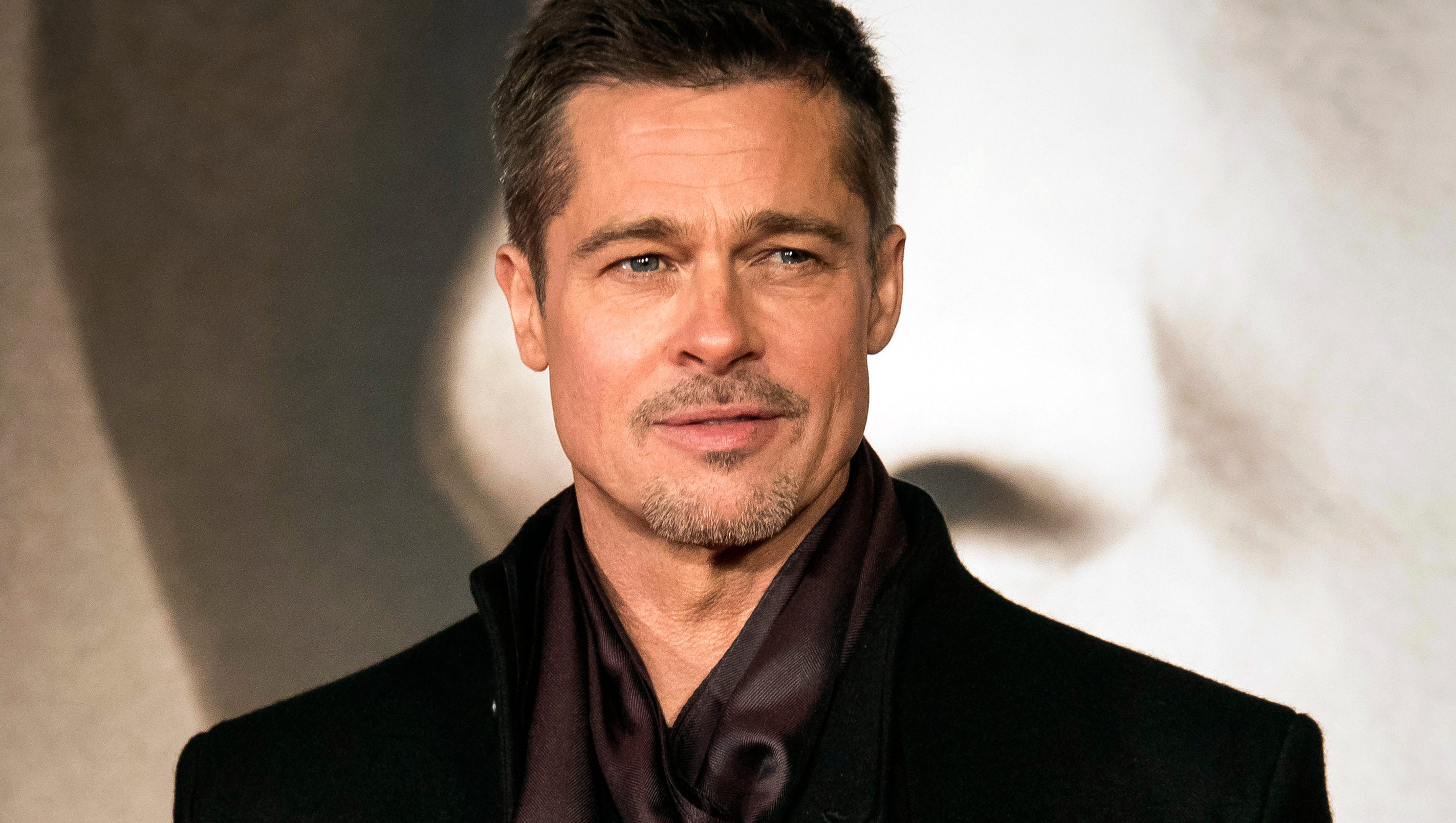 Brad Pitt talks Angelina Jolie during packed 'War Machine ...
