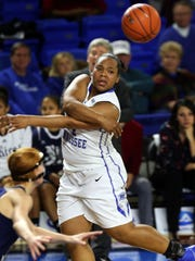 MTSU's China Dow passes against Rice in the first half