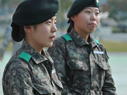 635501002596565336-ARM-korean-soldiers-2