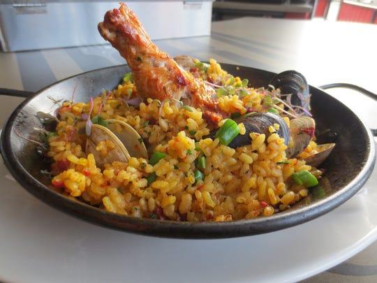 Tradicional paella at Lurra Cocina