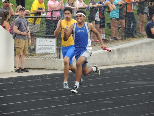 Alizhah Watson anchors Wynford's 4x200 relay team at