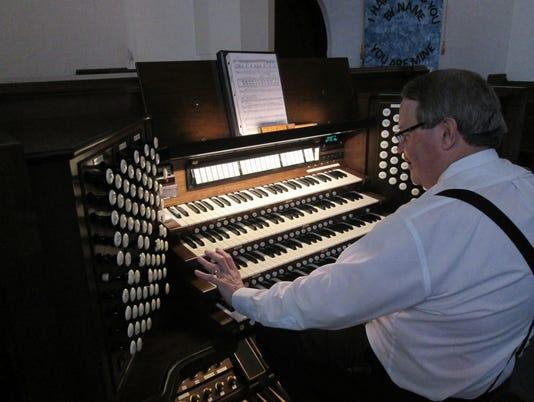 636111883799368987-Trinity-organ1.jpg