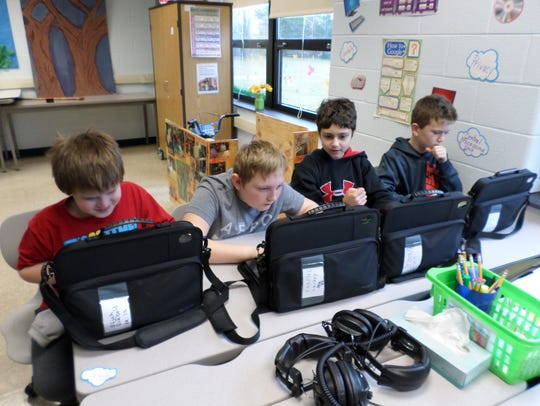 Ruetter School students participate an hour of code