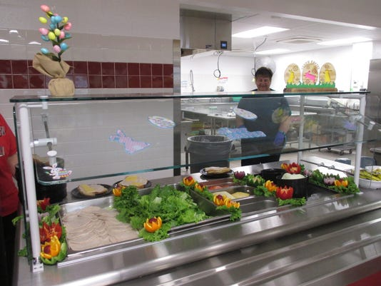 636274237629992391-SVE-HS-cafeteria-attractive-display.JPG