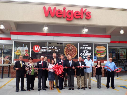 Celebrating the new Weigel's location on Chapman Highway are Bob Thomas, Jamie Lewis, Ken McMullen, Patricia Robledo, Mayor Tim Burchett, Bill Weigel, Nick Pavlis, Duane Grieve, Leslie Apillanes, John Sells; (back) Joshua Frerichs, John Lyle and Mark Johnson.