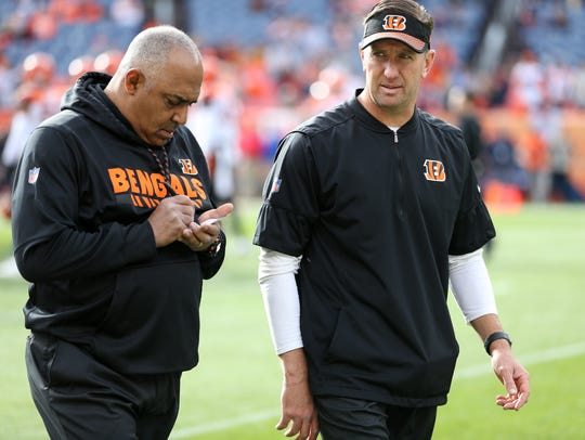 Cincinnati Bengals head coach Marvin Lewis, left, takes