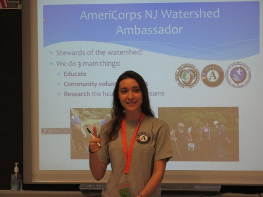 Americorps Watershed Ambassador Erica Rossetti discusses the water cycle with fifth-grade students.