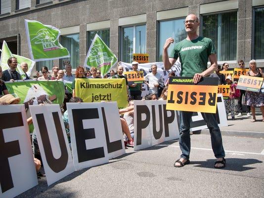 EPA SWITZERLAND PROTEST CLIMATE AGREEMENT POL CITIZENS INITIATIVE & RECALL SWI