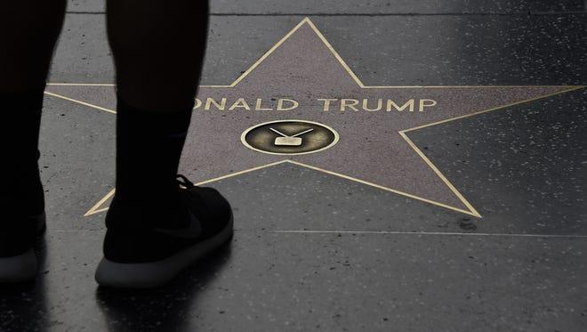 Esta es la estrella de Donald Trump en el Paseo de la Fama en Hollywood.