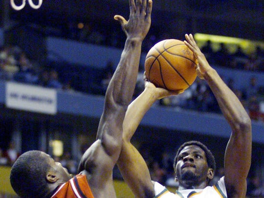 No. 5 Top 10 Sports Events: Elton Tyler of Miami shoots over Alonzo Lane of Arkansas during their game in the first round of the NCAA Men's Basketball Championships at the Gaylord Entertainment Center March 17,2000.