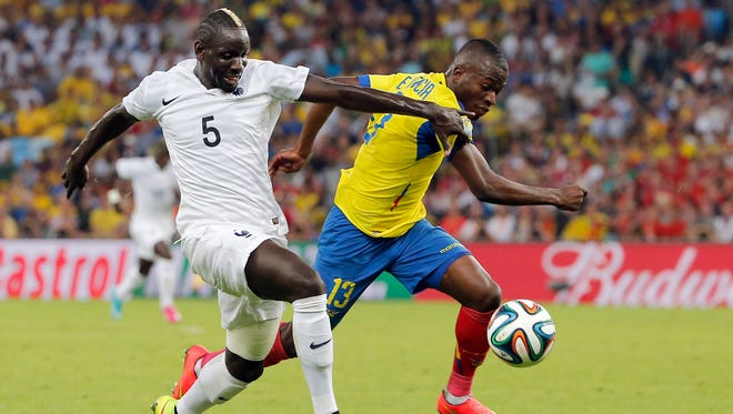 France's Mamadou Sakho, left, and Ecuador's Enner Valencia challenge for the ball during the group E World Cup soccer match between Ecuador and France at the Maracana stadium in Rio de Janeiro, Brazil, Wednesday, June 25, 2014.