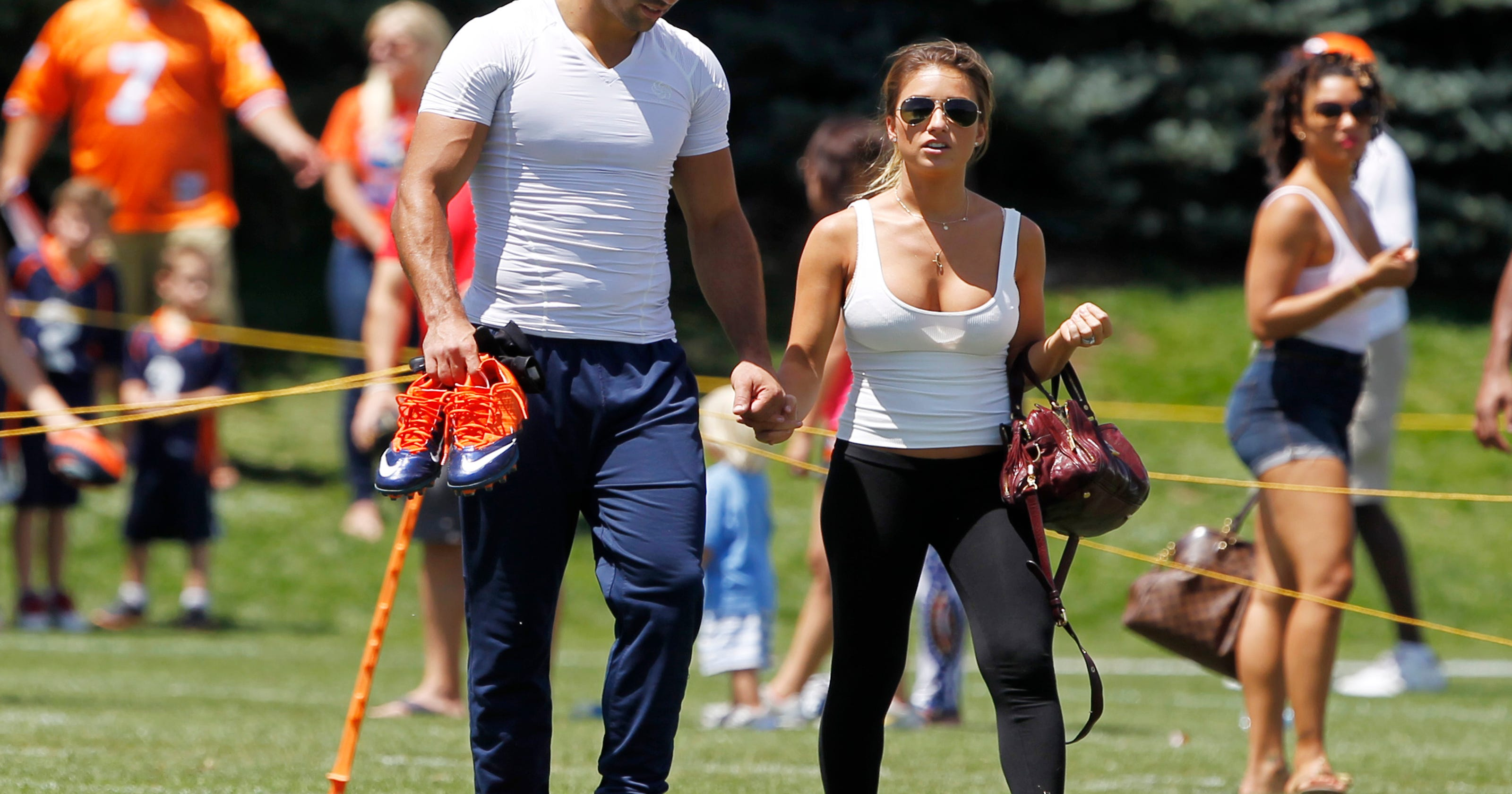 0898bbb6 Jets' Eric Decker and wife Jessie tackle bullying in schools
