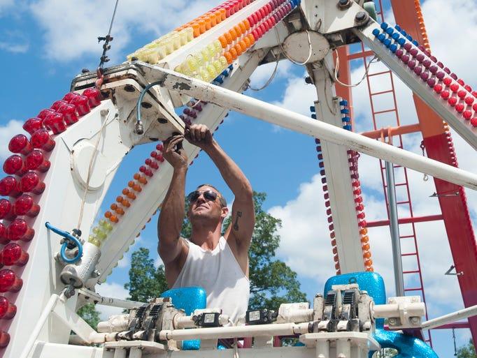 Eric White assembles The Extreme ride during preparation
