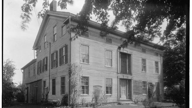 Okauchee House was an in along a stagecoach line from Milwaukee to Watertown.