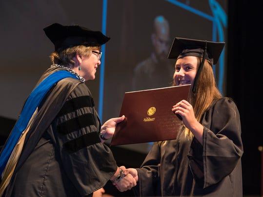 le- SU graduation 9160.jpg