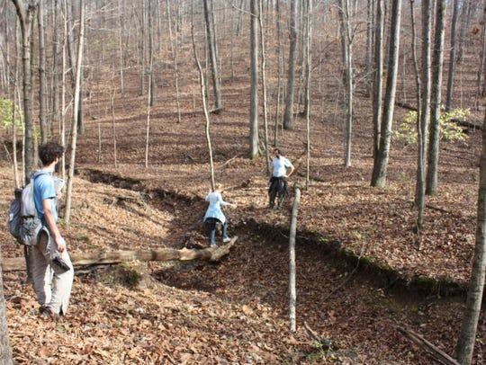 Several residents take a tour of the Nashville Highlands,