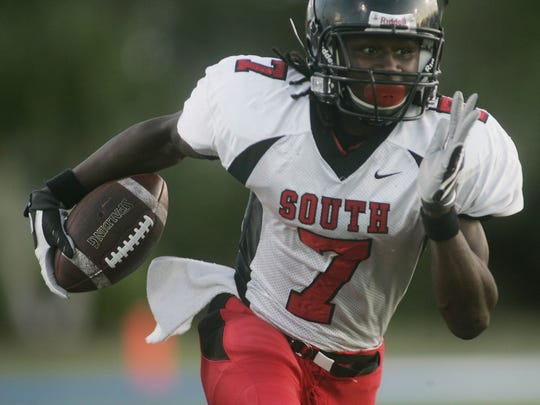South Fort Myers receiver Sammy Watkins (7) runs against Barron Collier in Naples on Friday August 28, 2009.