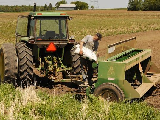 -GPGBrd_06-06-2013_Gazette_1_A006~~2013~06~05~IMG_Seeds_Planting_crop__1_1_R.jpg
