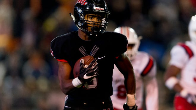 Maryville's AJ Davis (3) runs the ball during the semifinal round TSSAA football playoffs between Maryville and Oakland high schools at Maryville High School in Maryville , Tennessee on Friday, November 24, 2017.