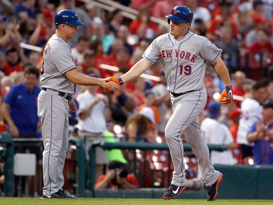 Mets outfielder Jay Bruce, right, is congratulated
