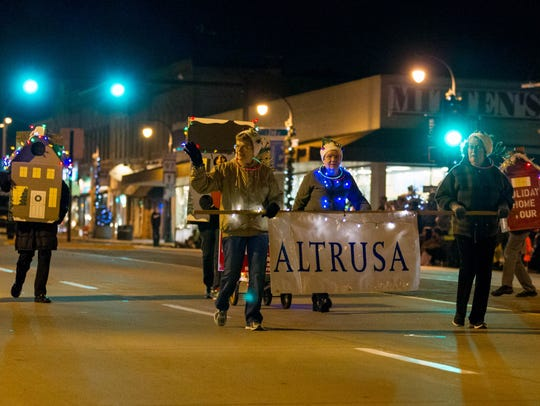 ALTRUSA joins the Marshfield community as it gathers