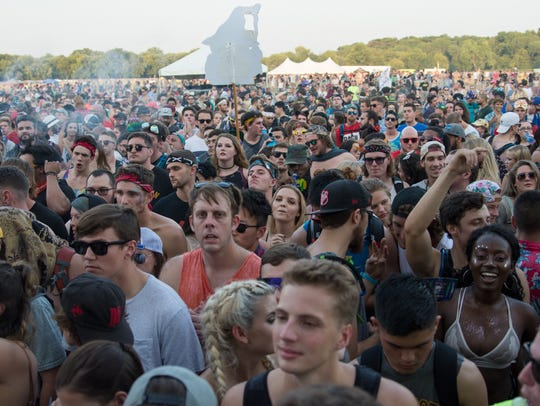The crowd cheers at 515 Alive, Friday, Aug. 18, 2017,