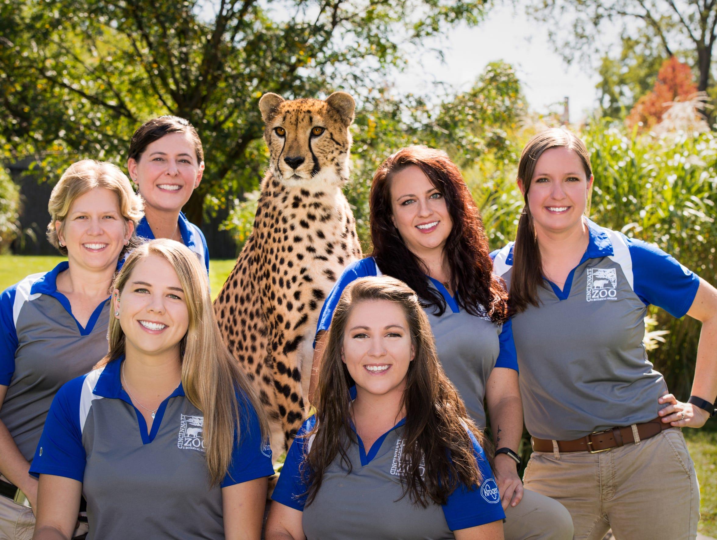 2017 Cat Ambassador Program trainers pose with Donni.