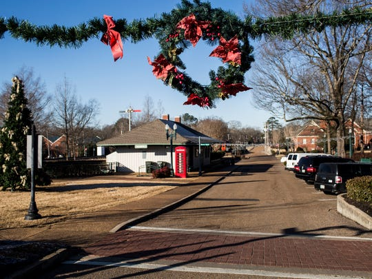 Holiday decorations are still seen in parts of Collierville's town square Jan. 24, 2018. Collierville sent some residents courtesy notices advising that an ordinance mandates that holiday decorations come down by Jan. 15.